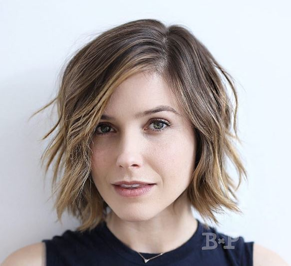 Face shapes - square face with short layered bob with side parting