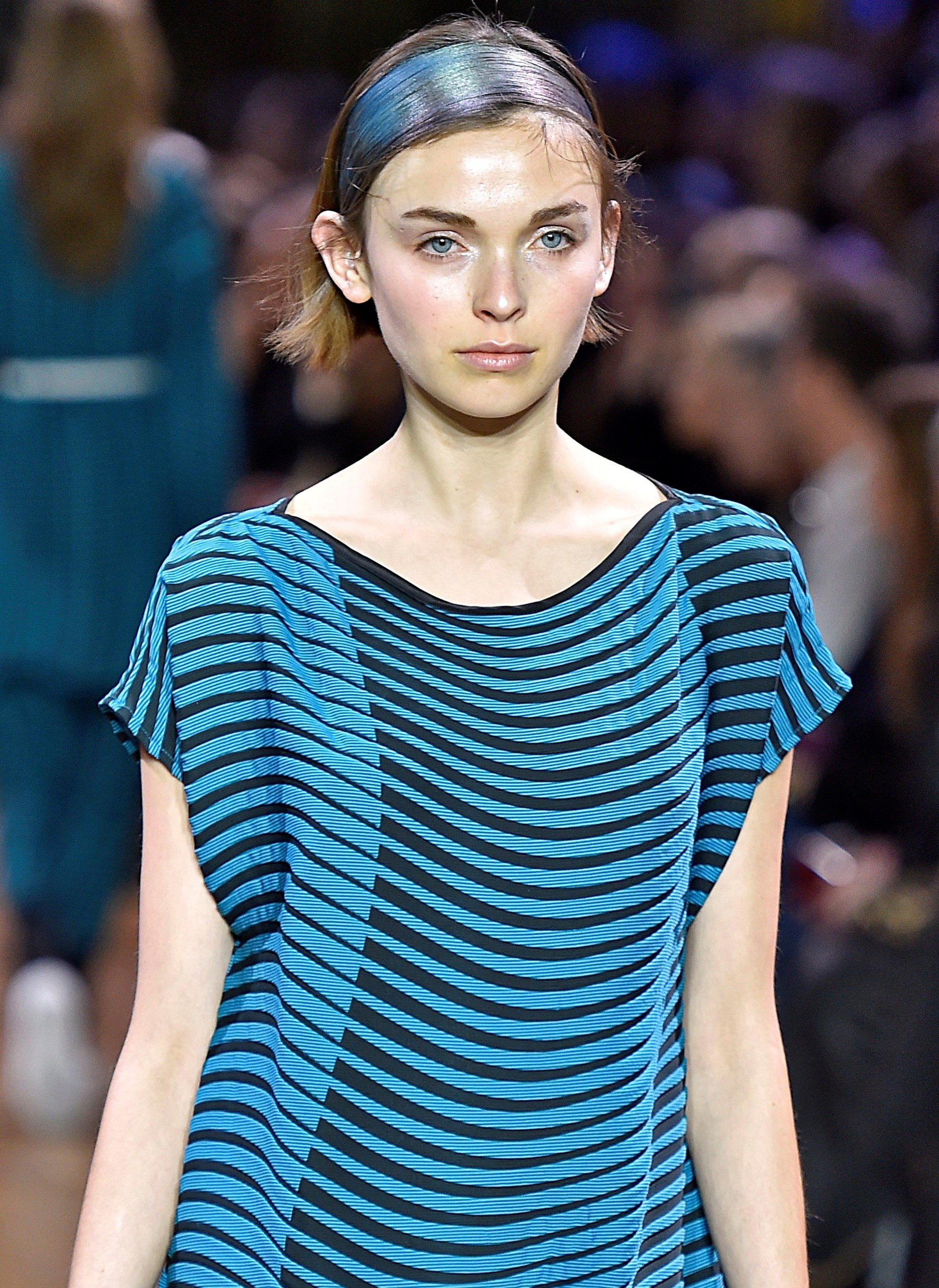 issey miyake model wearing a 60s inspired headband in her brunette hair