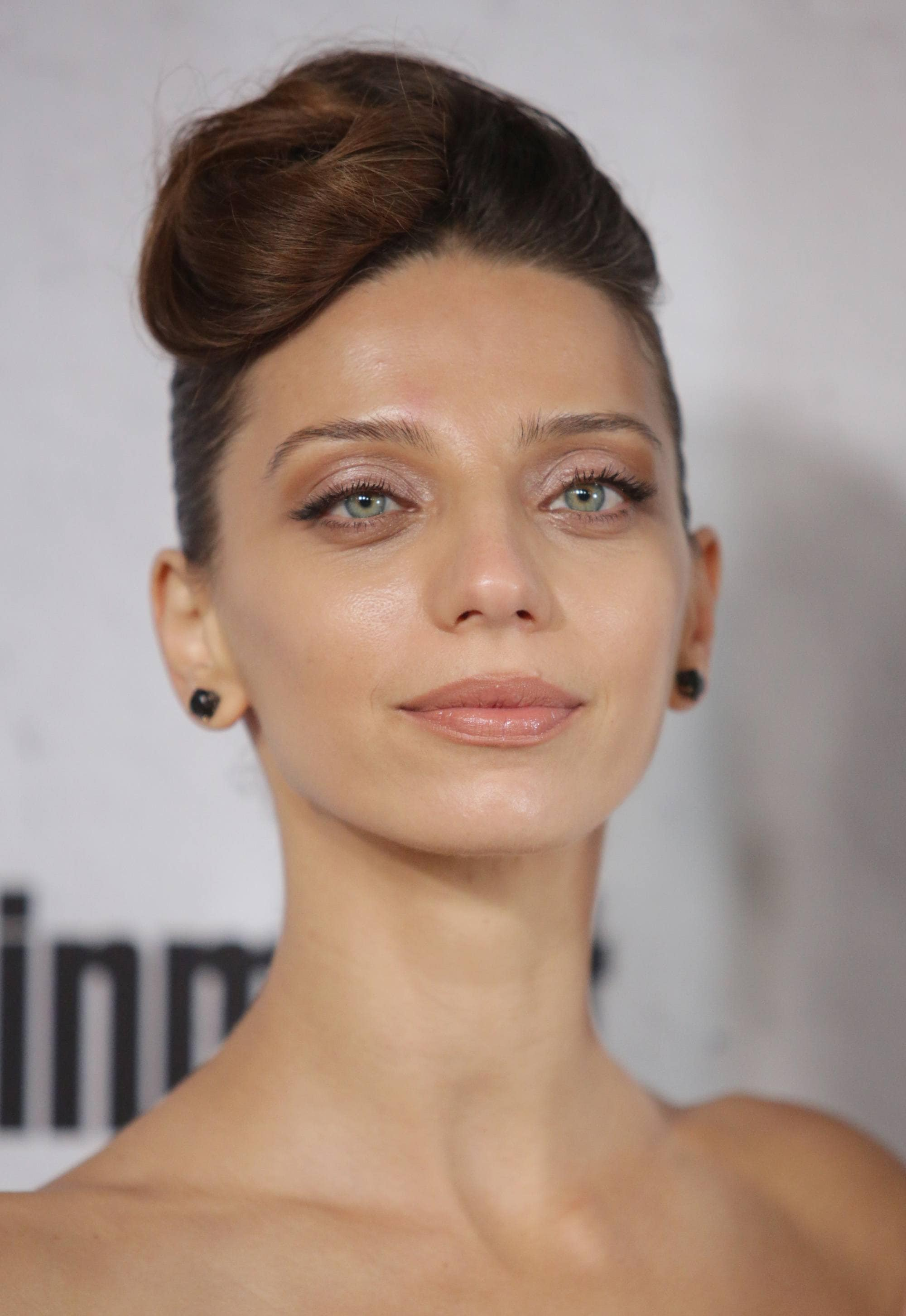 westworld actress angela sarafyan with her hair in a rockabilly inspired updo