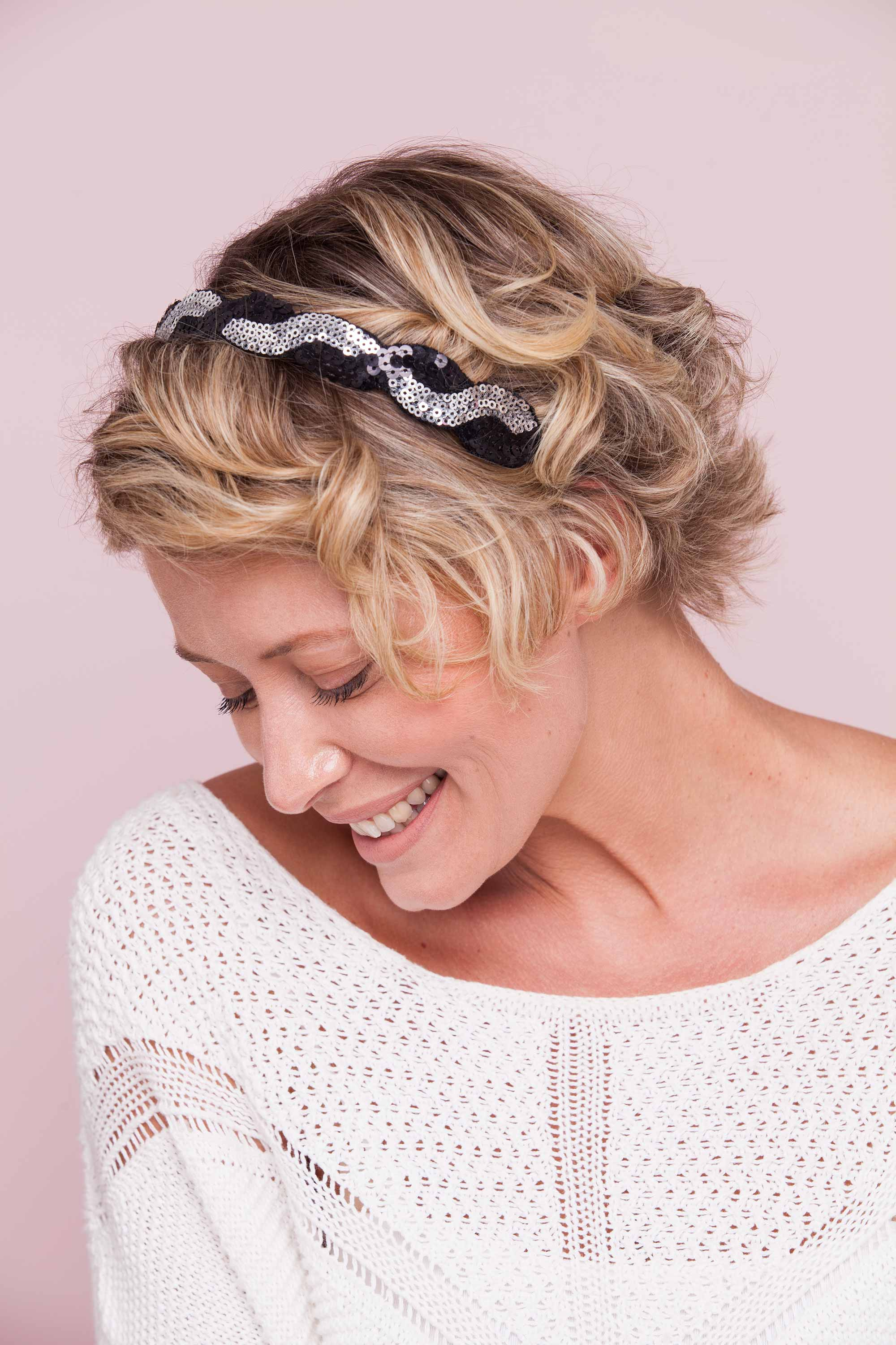 Short summer hairstyles - curly short blonde bob with headband