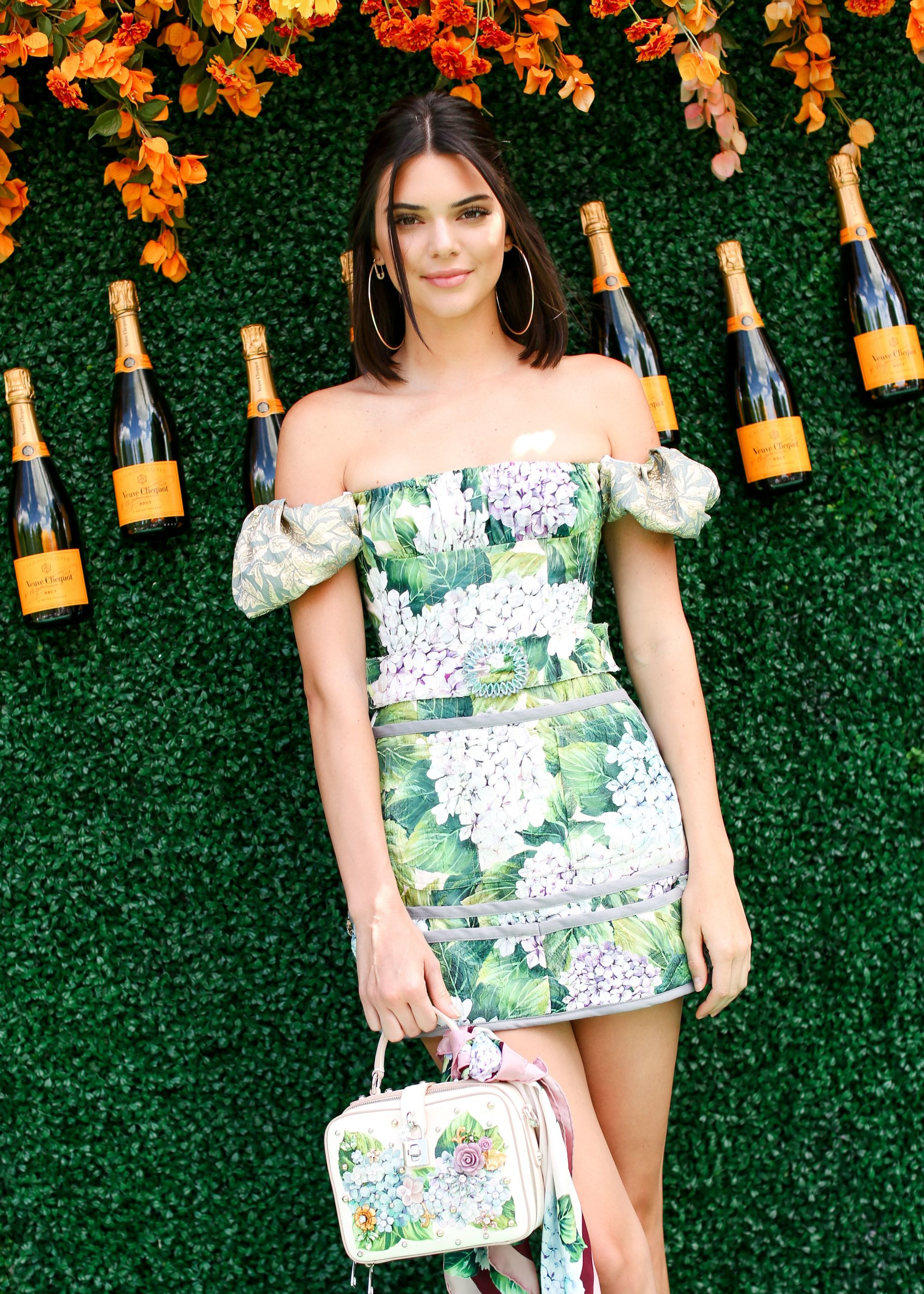 Short summer hairstyles - Kendall Jenner - half-up, half-down hairstyle on lob length black hair