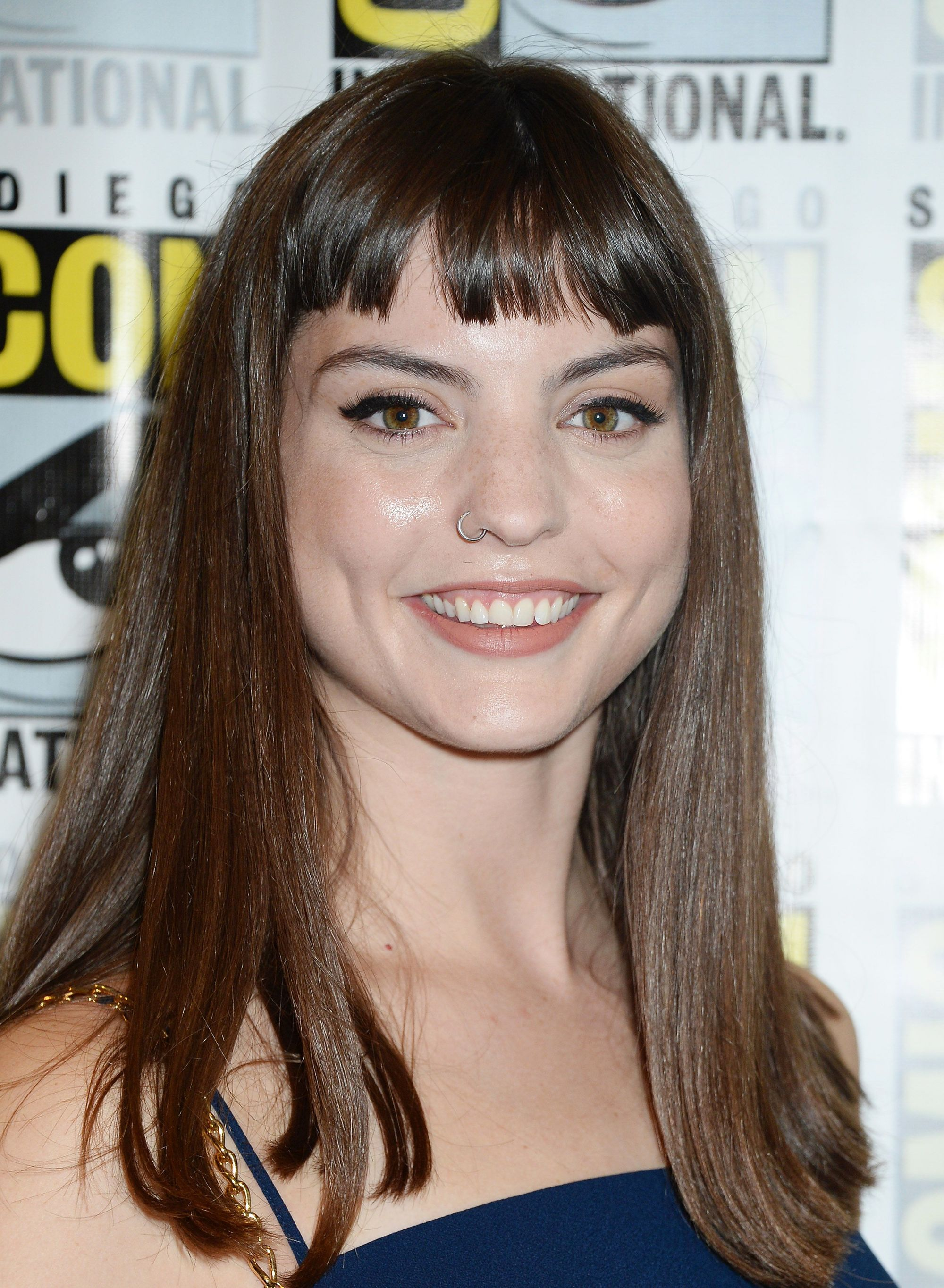 actress kit reeve with shoulder length brunette hair and a micro fringe