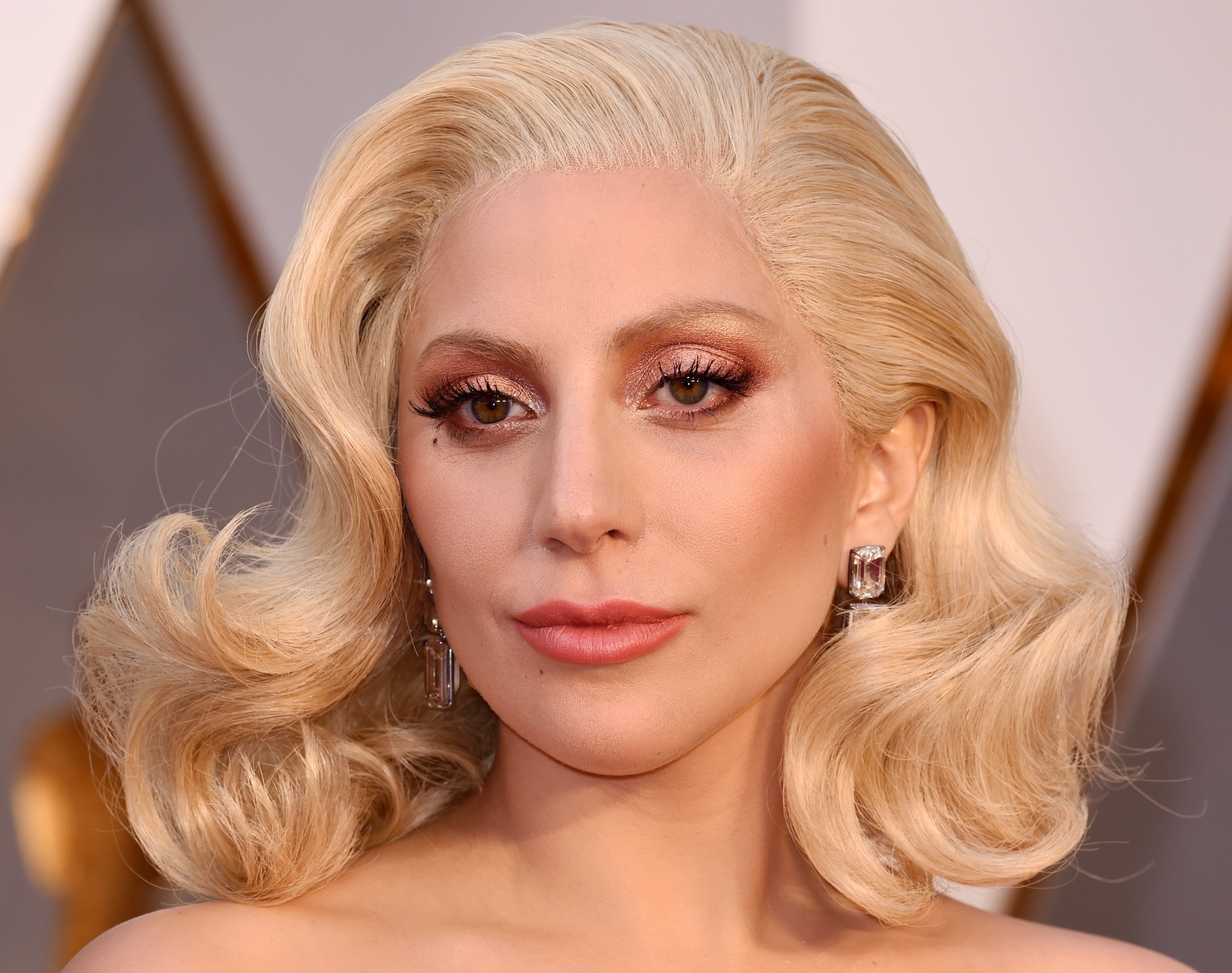 Lady Gaga S New Dye Job Proves Peach Hair Is Summer S