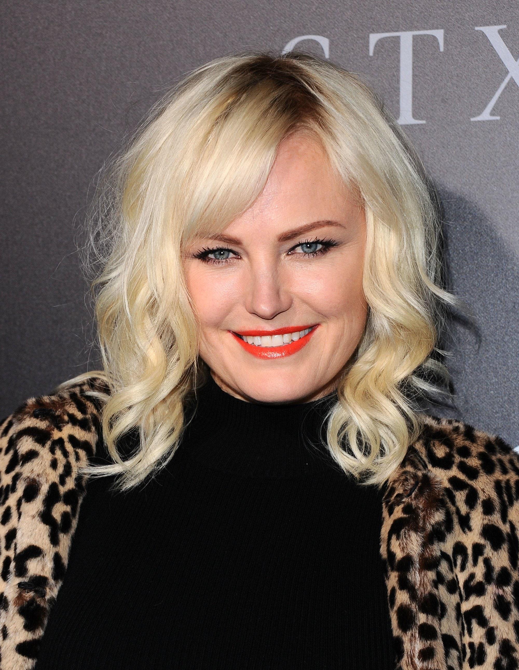 Malin Akerman - blonde hair in side part with side fringe