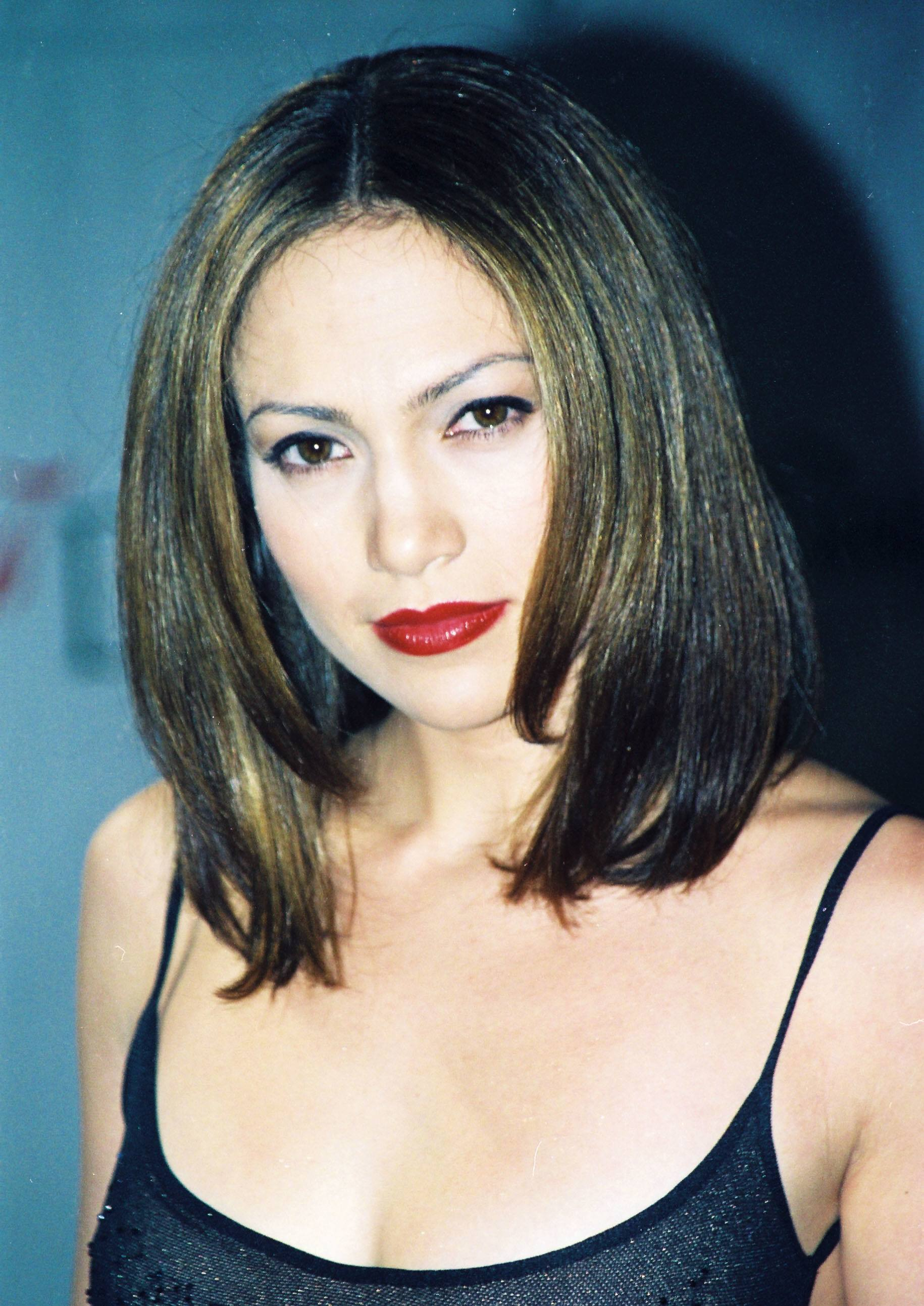 Jennifer Lopez - 1998 - mane moments - dark brown long bob smooth style