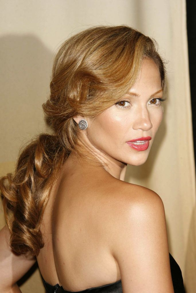 Jennifer Lopez in 2006 with golden brown hair in low ponytail