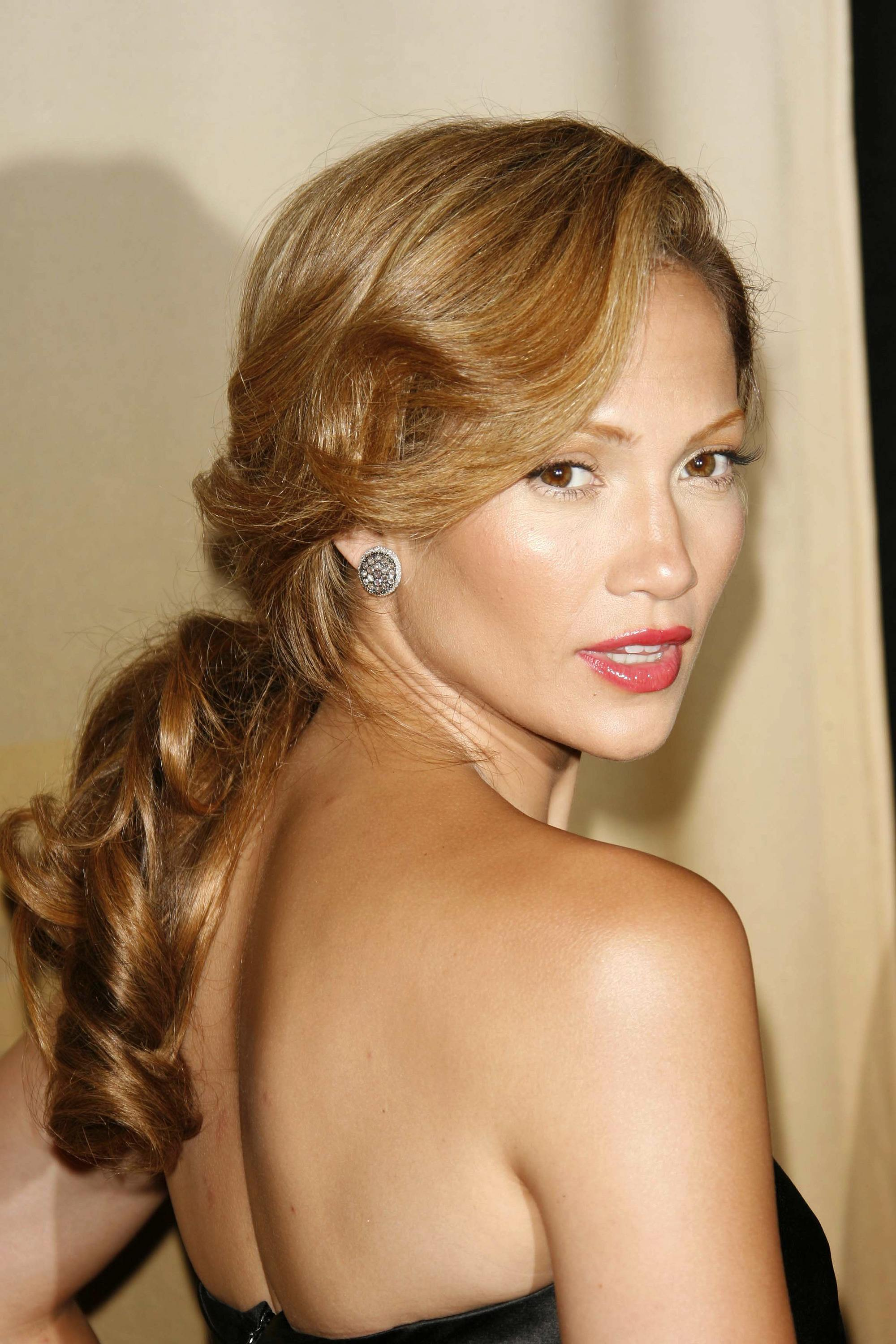 Jennifer Lopez - 2006 - mane moments - golden brown hair in low ponytail