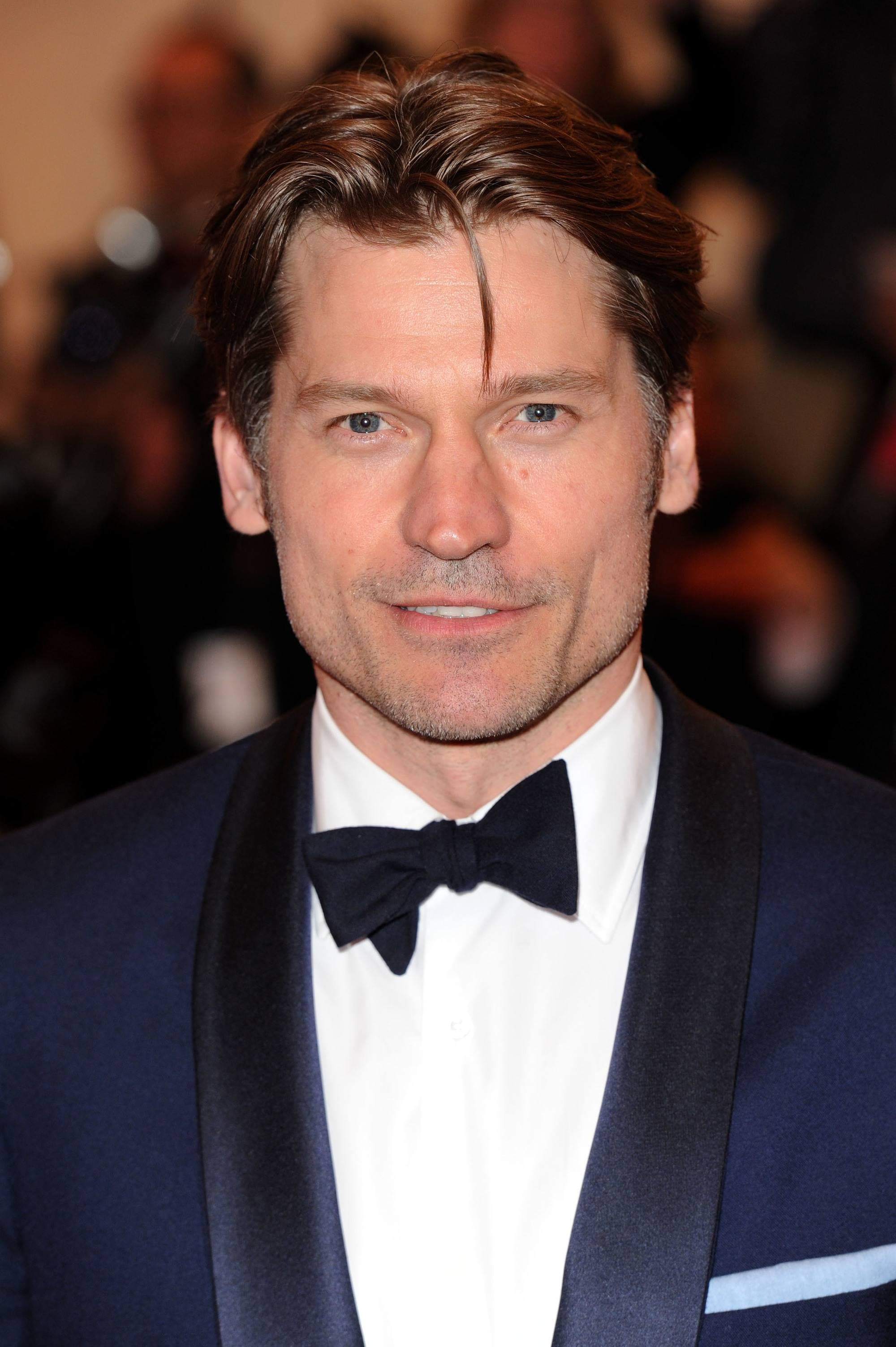 Nikolaj Coster-Waldau with curtain cut and blue suit on the met gala red carpet