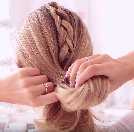 Freddy My love Perfect gym hair tutorial: step 7 Create loose semi loop