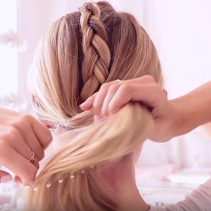 Freddy My love Perfect gym hair tutorial: step 6 Gather hair into ponytail
