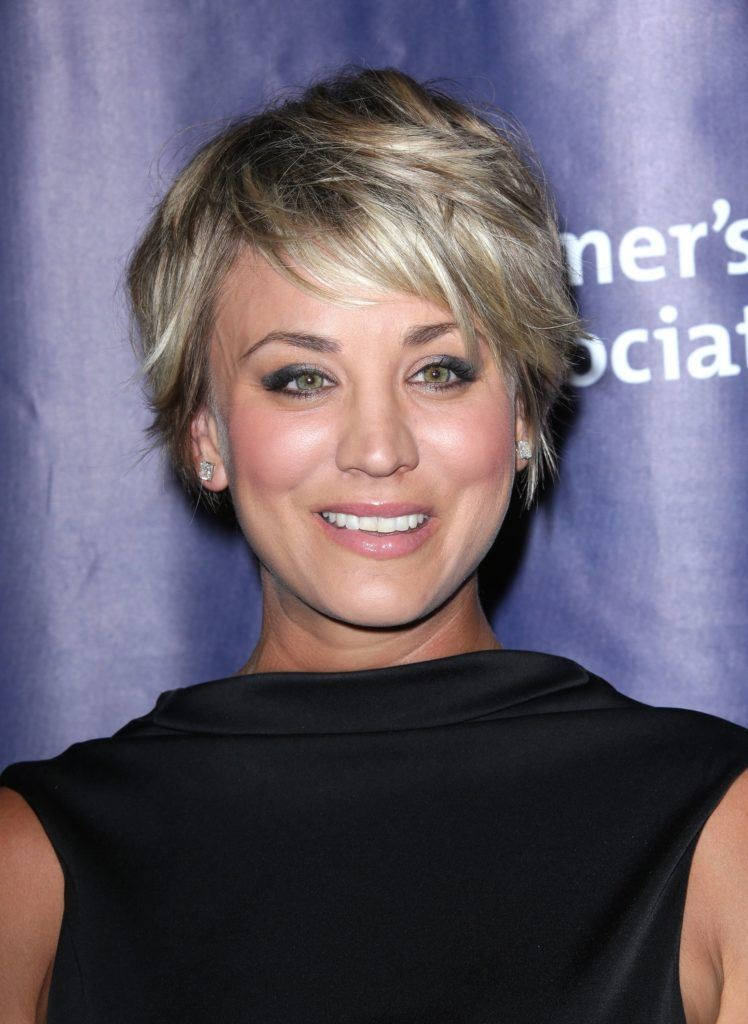 the big bang theory actress kaley cuoco with a short choppy pixie cut