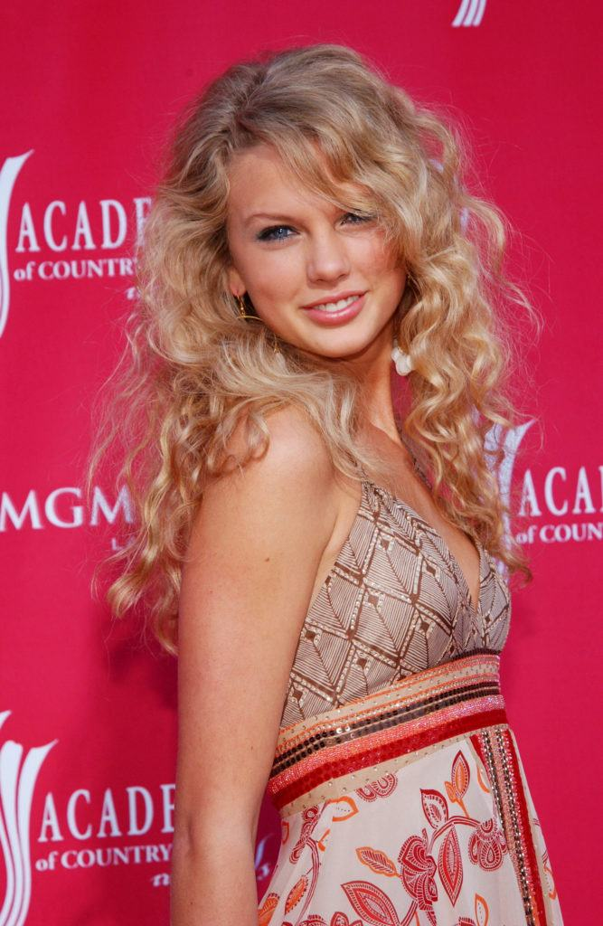country singer taylor swift in 2006 with curly blonde hair