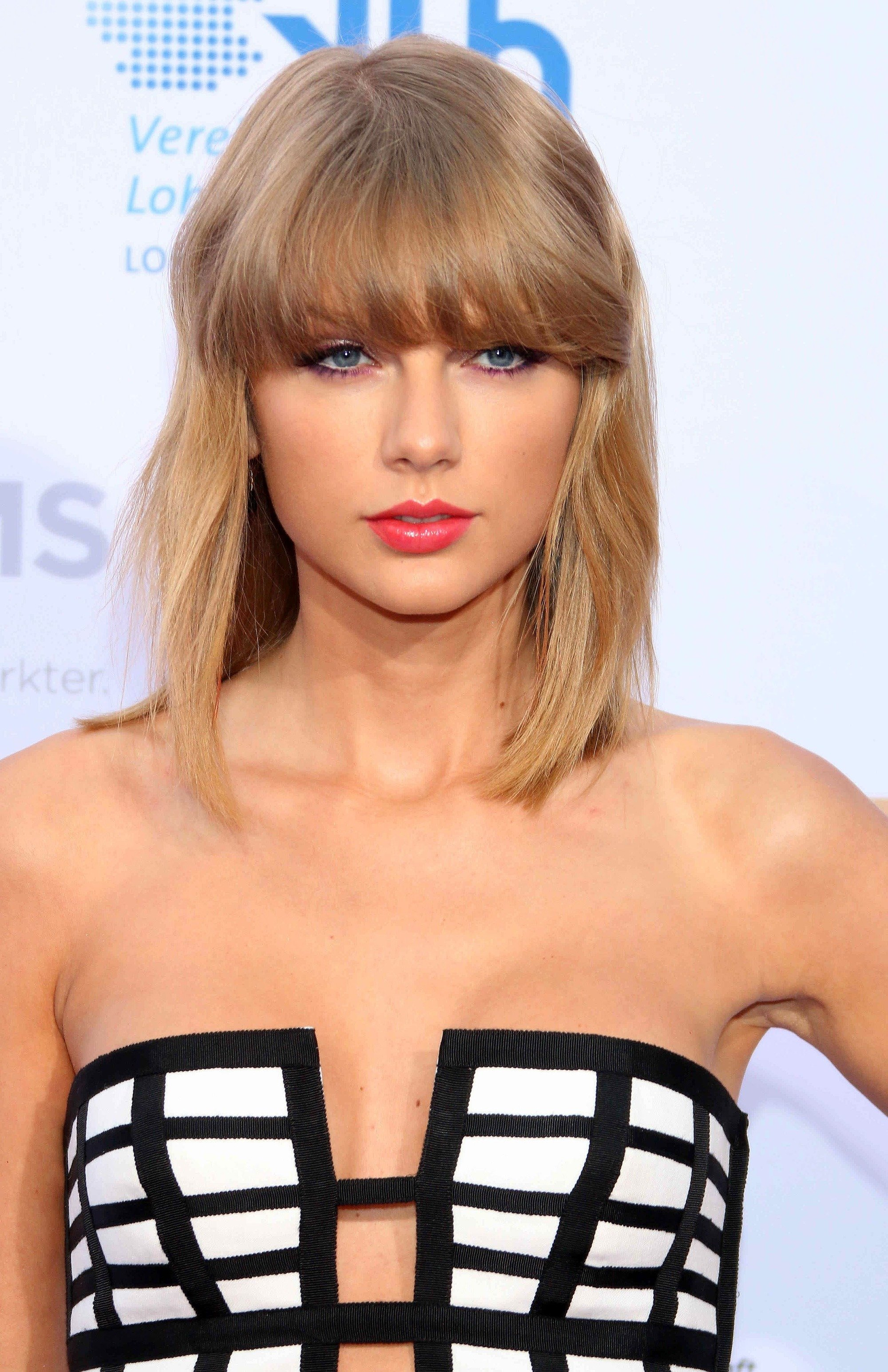 singer taylor swift with short shoulder length hair and bangs