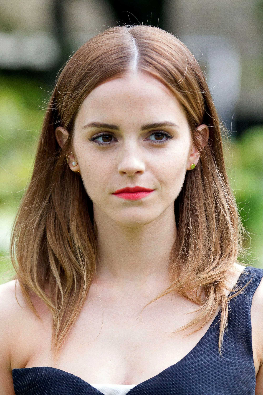 Emma Watson smooth blowout on mid length auburn hair
