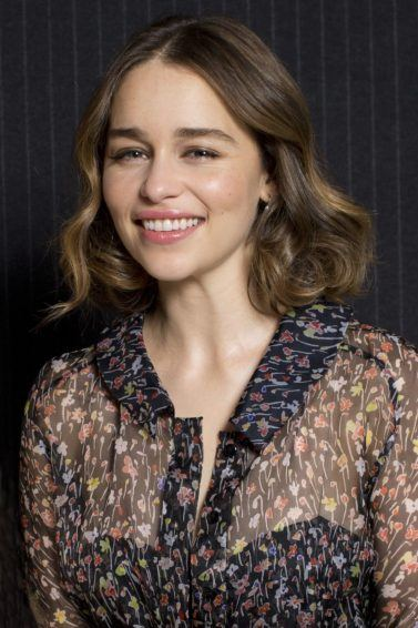 game of thrones actress emilia clarke with a wavy brunette bob