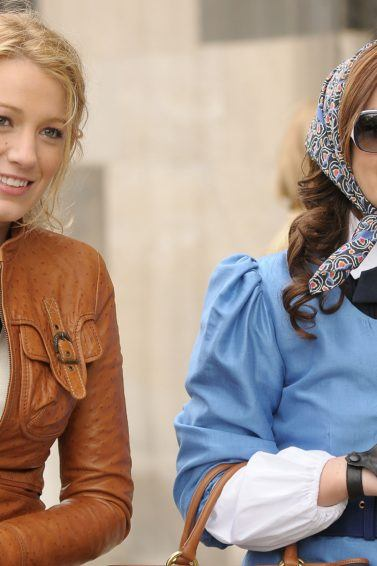 blake lively and leighton meester on the set of gossip girl