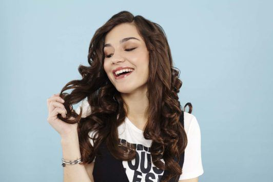 spiral curls without heat: Brunette model with long curly hair