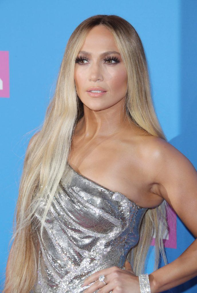 Close up shot of Jennifer Lopez with long ash and golden blonde hair on the VMA red carpet.