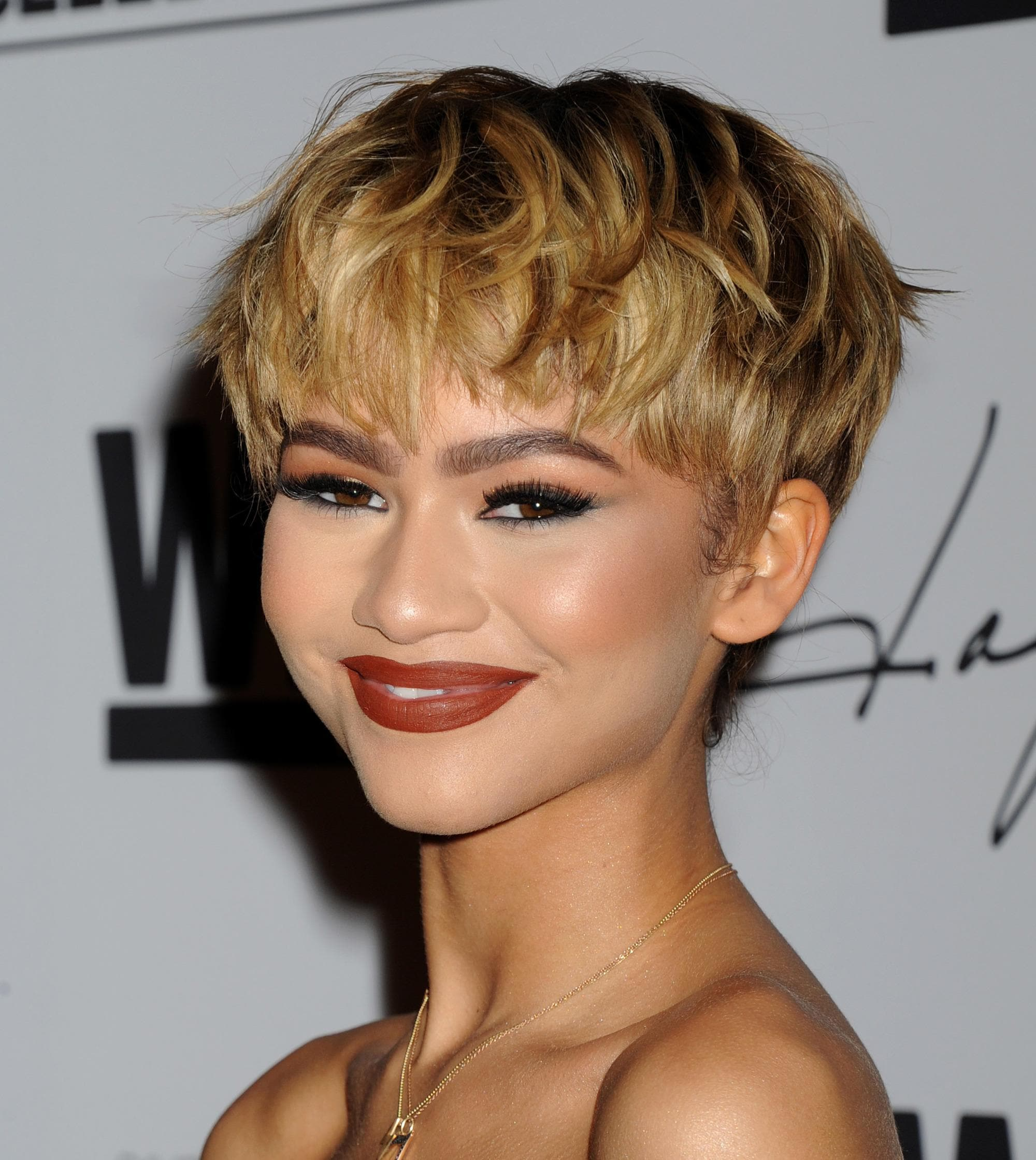 Zendaya with blonde mushroom haircut