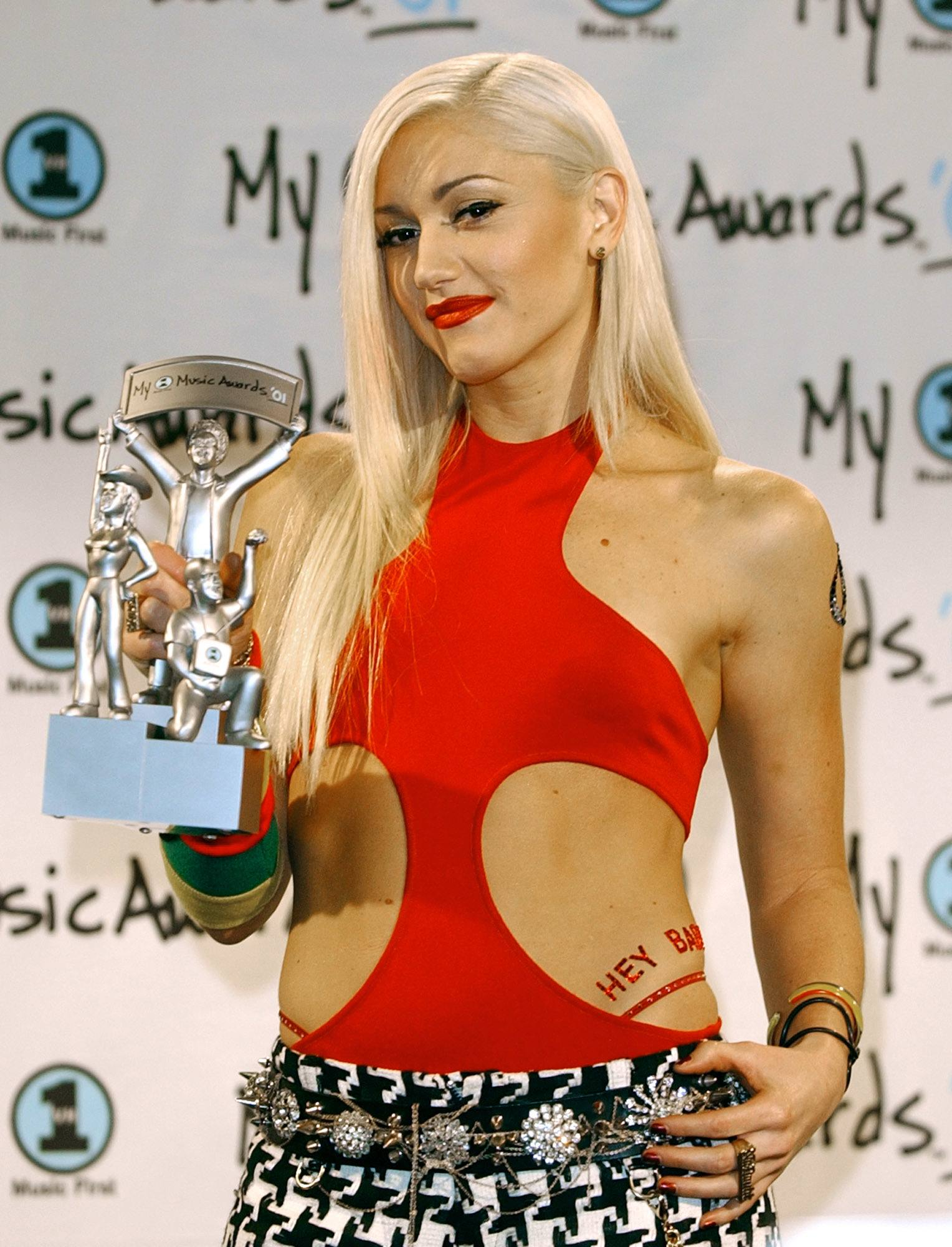 Gwen Stefani long platinum blonde straight hair