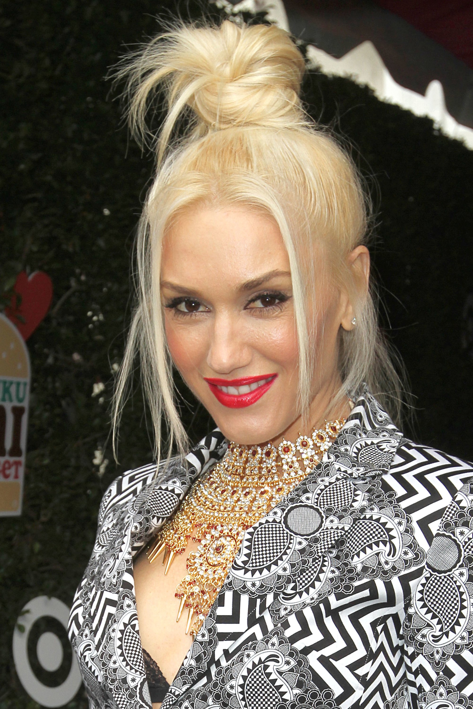 Gwen Stefani platinum blonde hair in ninja top knot bun