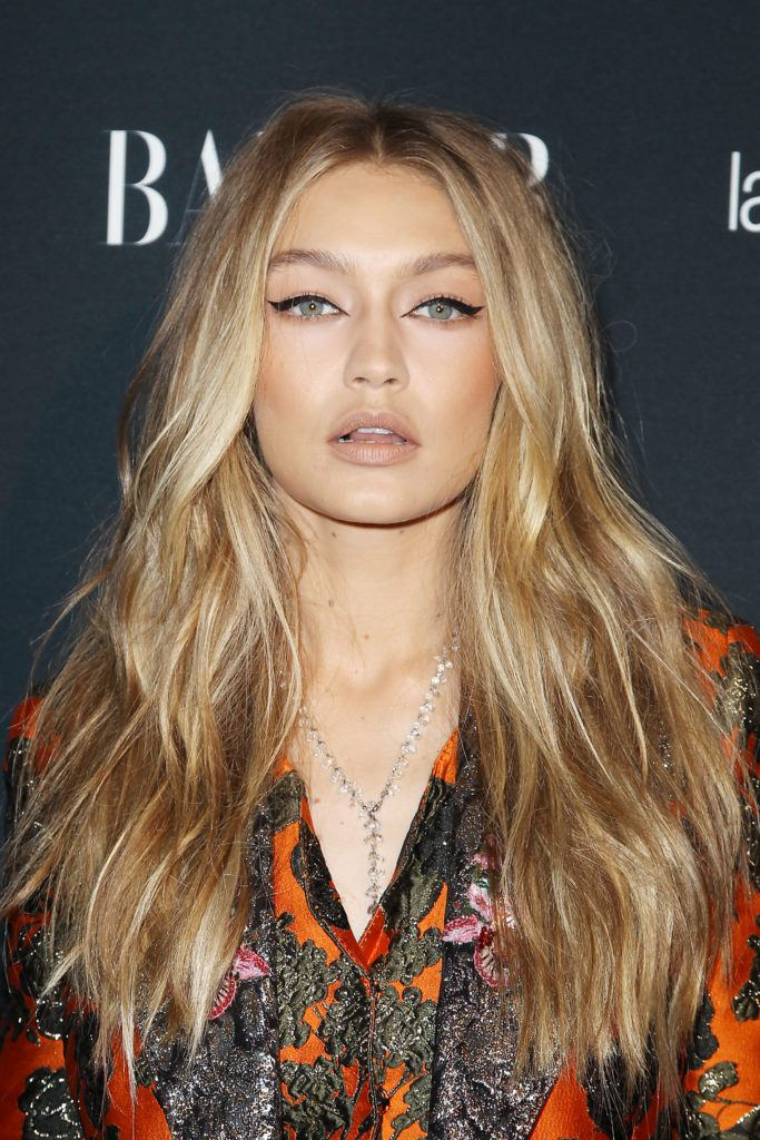 90s hairstyles: Gigi Hadid long blonde highlighted wavy blowout hair on red carpet event