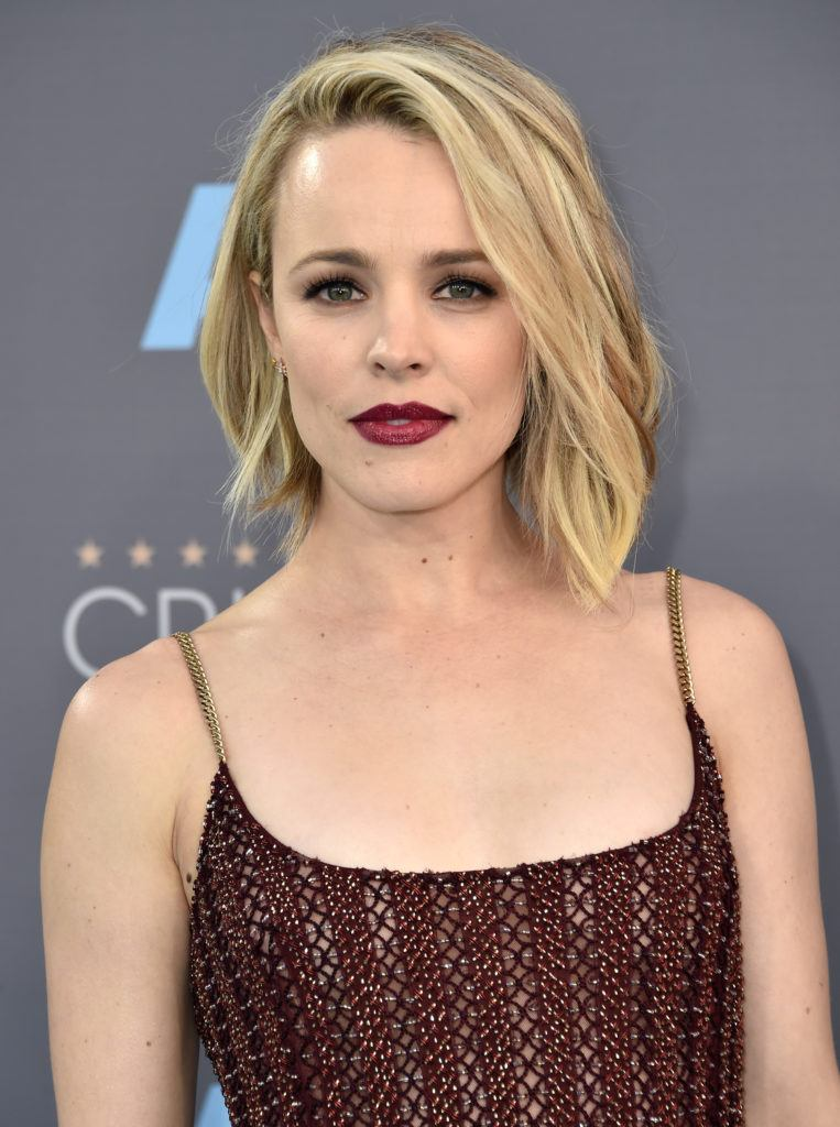 Rachel Mcadams Blonde Hair In Side Parting Asymmetrical Bob Style