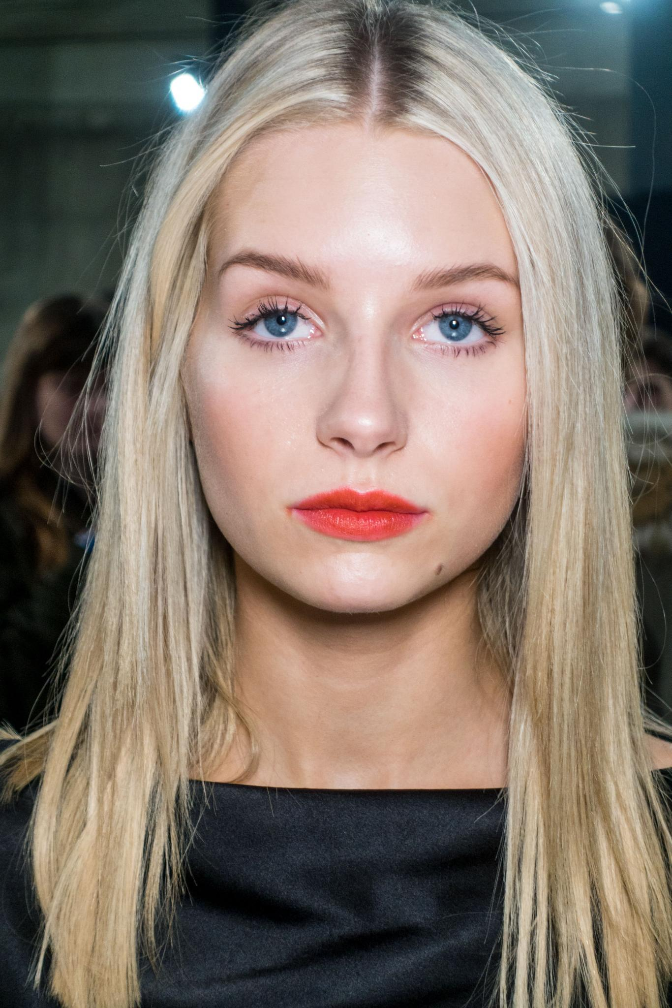 hair type quiz: backstage shot of lottie moss with straight blonde hairstyle at topshop unique
