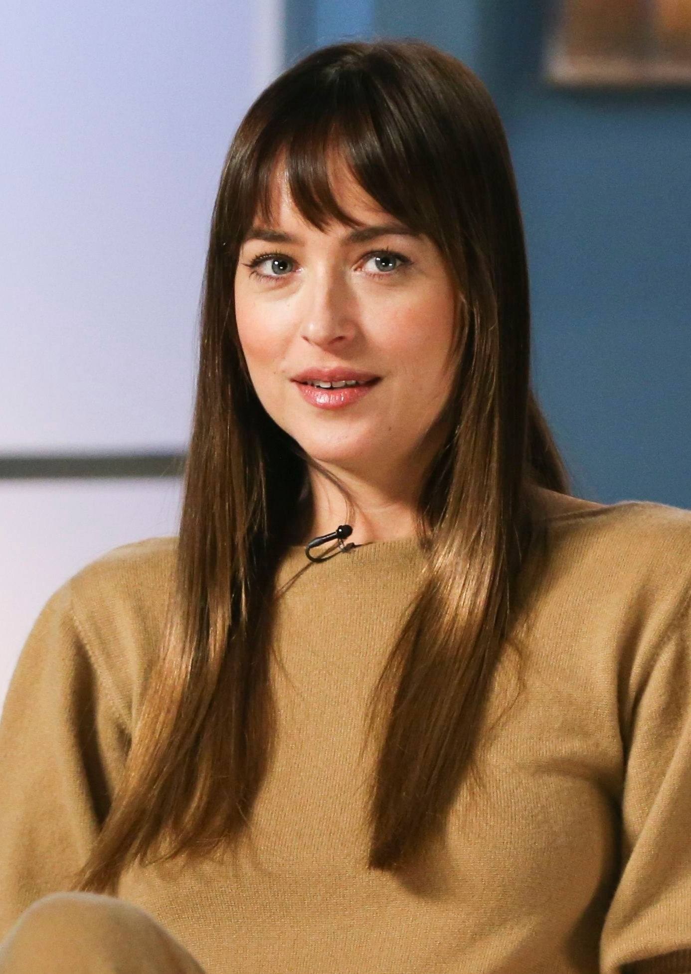 Haircuts For Fine Straight Hair Close Up Of Dakota Johnson With Long Brown