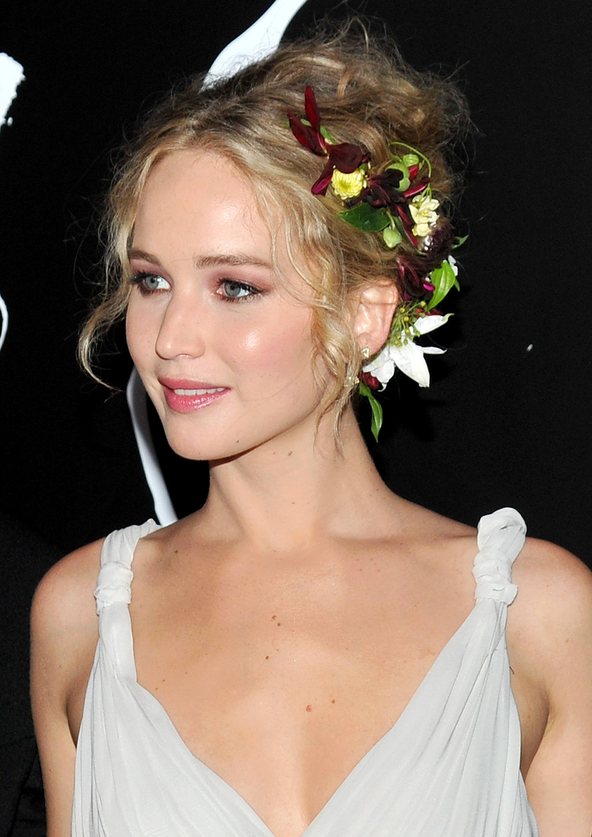 Formal hairstyles for short hair: jennifer lawrence with blonde hair in wavy updo with hair accessory