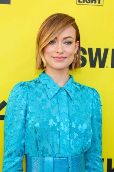 Easy hairstyles for fine hair: Olivia Wilde with bob length blonde highlighted hair in a side parting with a sweeping fringe.
