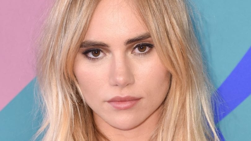 model and actress suki waterhouse with a shoulder length wavy blonde lob