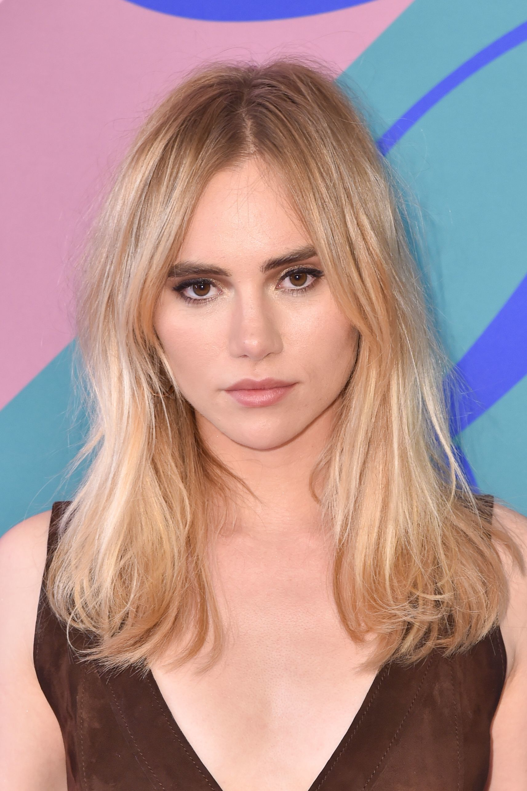 Suki Waterhouse S New Pixie Cut Proves How Versatile This