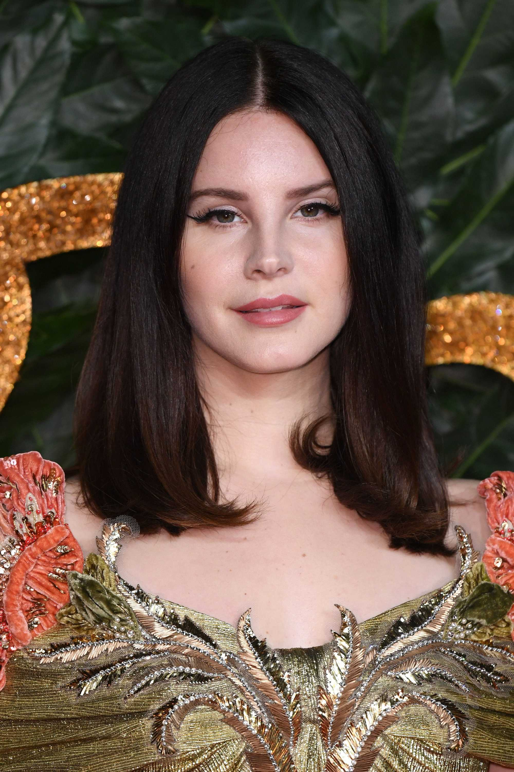The Fashion Awards 2018: Lana Del Rey with short shoulder length brunette hair, wearing Gucci
