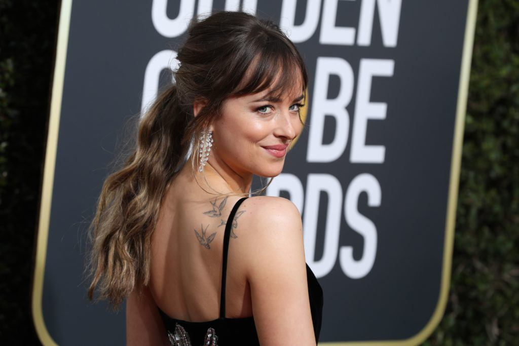 close up shot of dakota johnson with balayage ombre with bangs on the golden globes award red carpet