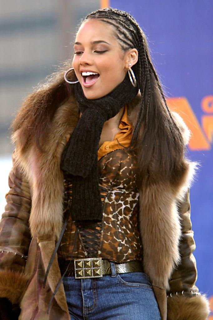 alicia keys on good morning america in 2003 with tree braids and straightened hair