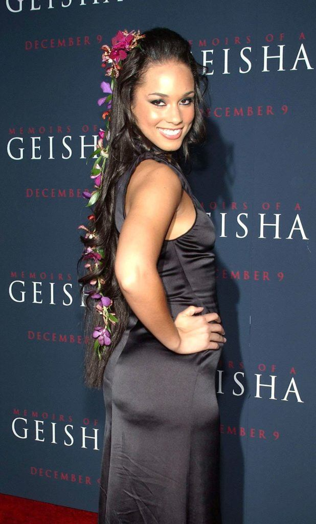 alicia keys at the memoirs of a geisha premiere in 2005 with ultra long hair covered in floral accessories