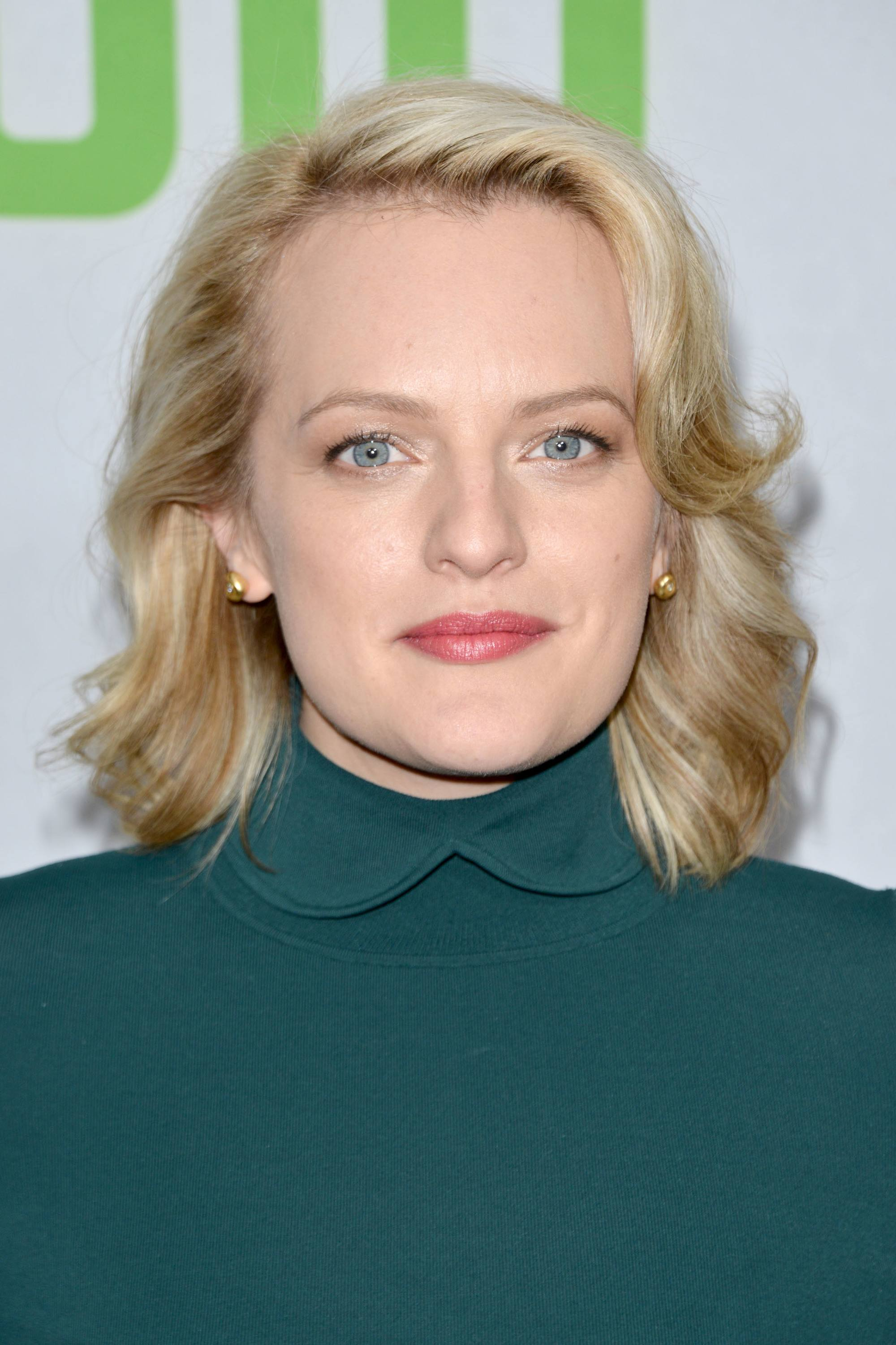 elisabeth moss blonde shoulder length hair with flicked out waves