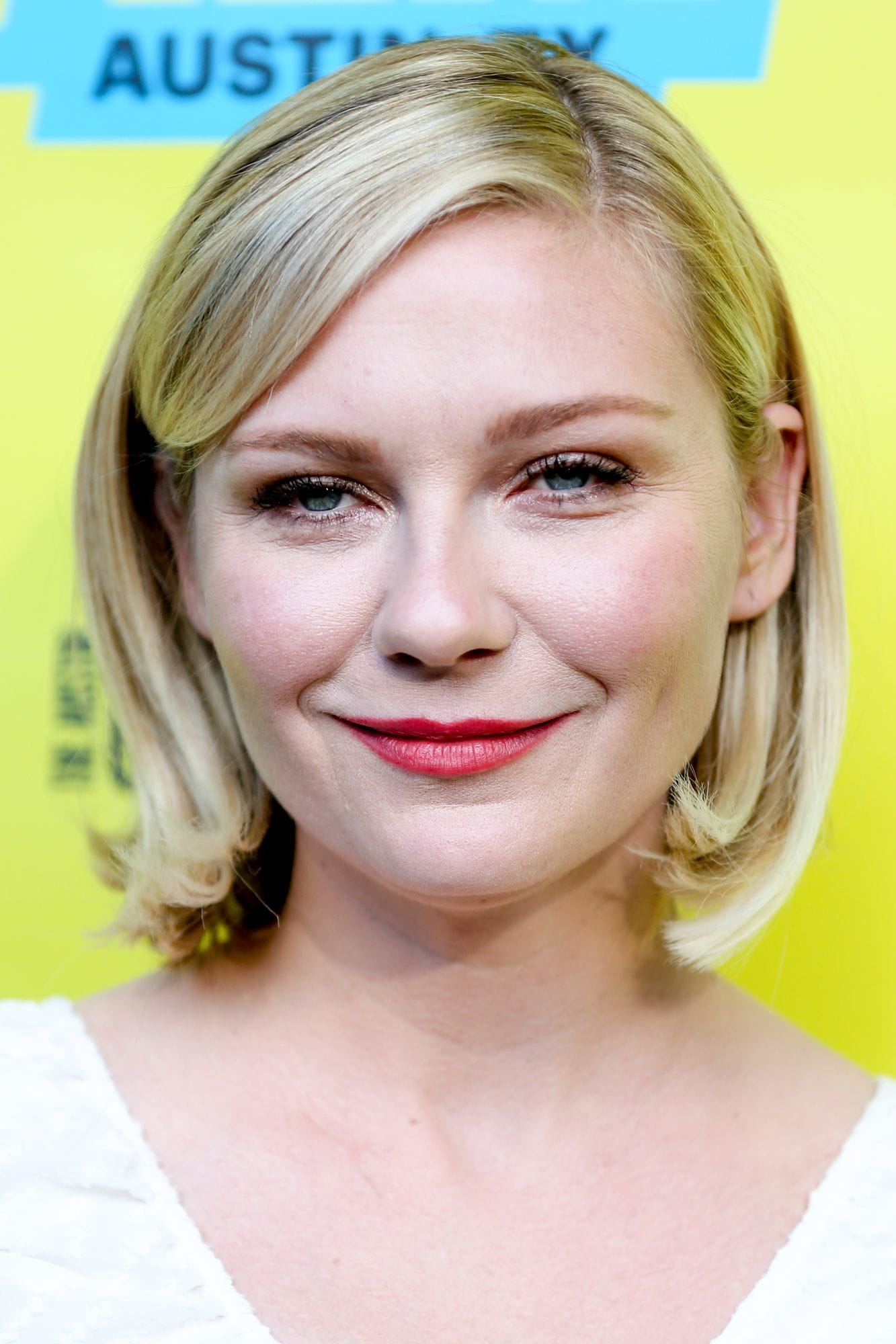 kirsten dunst blonde bob with side sweeping bangs
