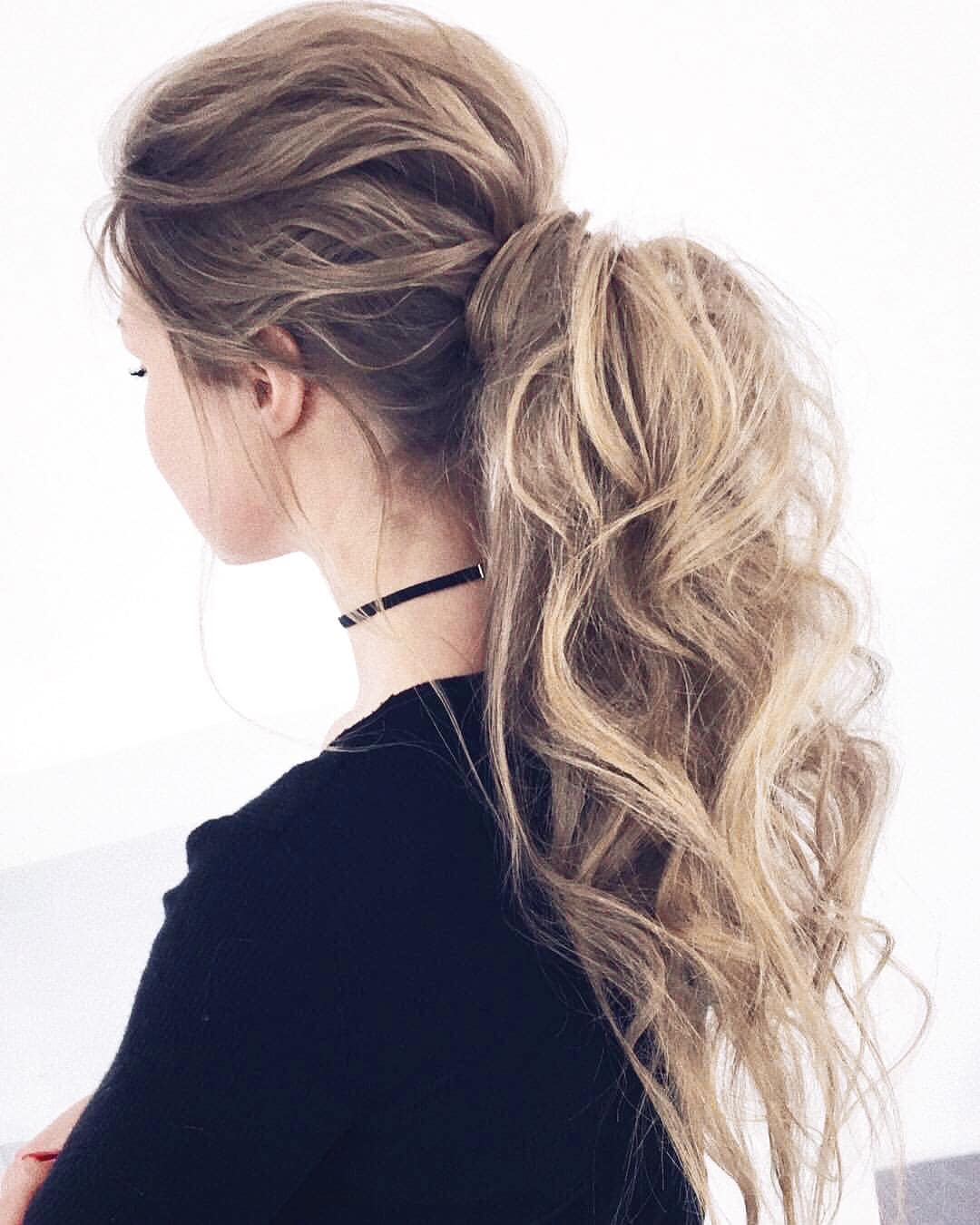 Sock curls tutorial blonde with with messy curly ponytail