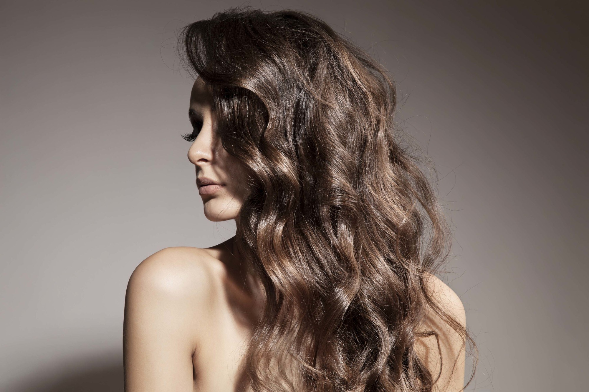 Wavy hair tips brunette girl with thick wavy hair turning head to the side