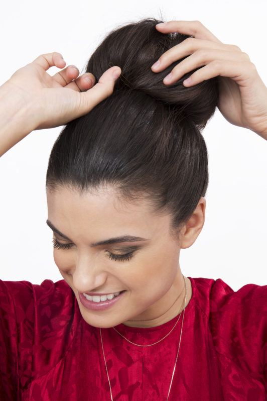How to create sock curls brunette girl with bun
