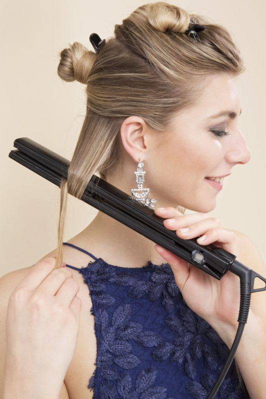 How to curl hair with a flat iron blonde girl using straighteners