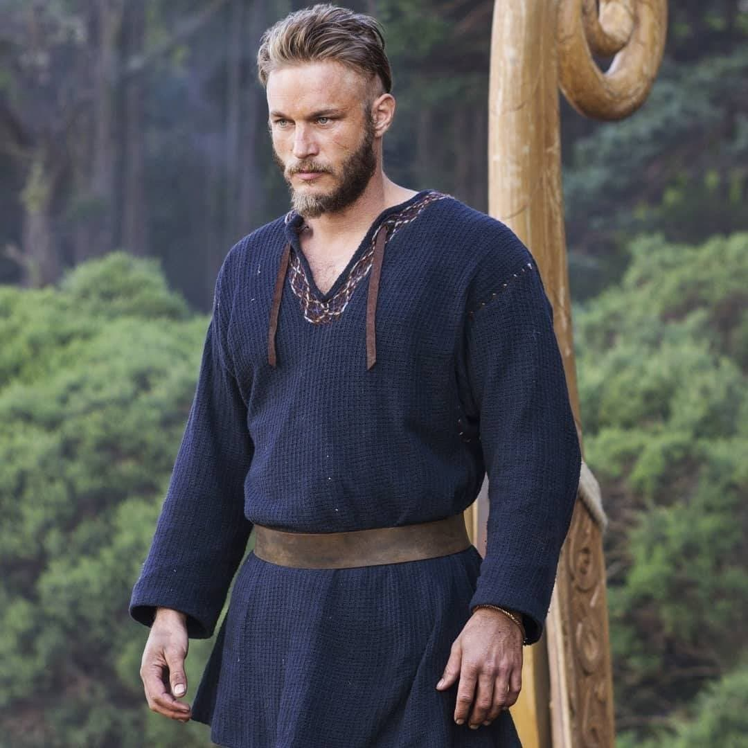 Viking Hairstyles: Still of Ragnar in season one of Vikings with his hair styled into a quiff and undercut with rugged beard