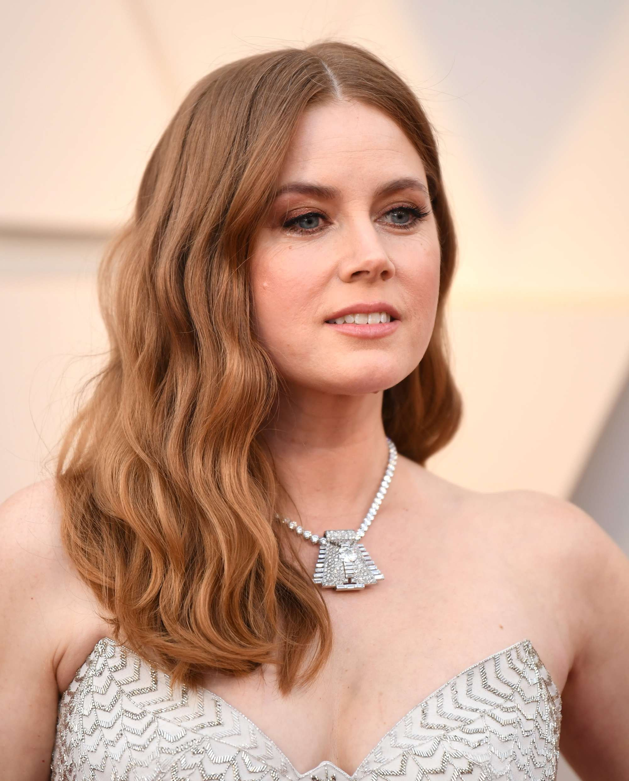 Oscars 2019 hairstyles: Amy Adams at the 2019 Oscars with auburn hair worn in sideswept beachy waves