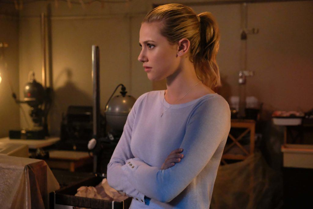 riverdale actress Lili Reinhart in her role as betty cooper wearing her blonde hair in a ponytail