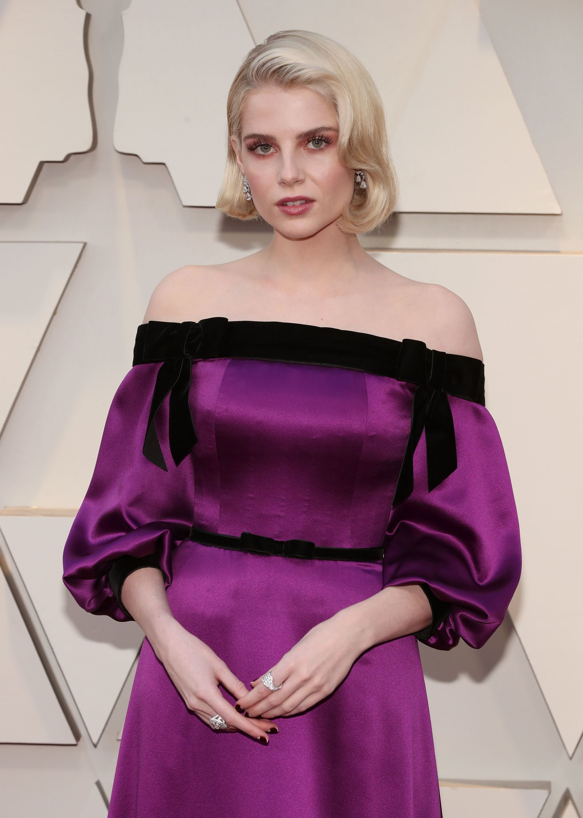 Oscars 2019 hairstyles: Lucy Boynton at the 2019 Oscars with her blonde bob length hair in '50s inspired Hollywood waves