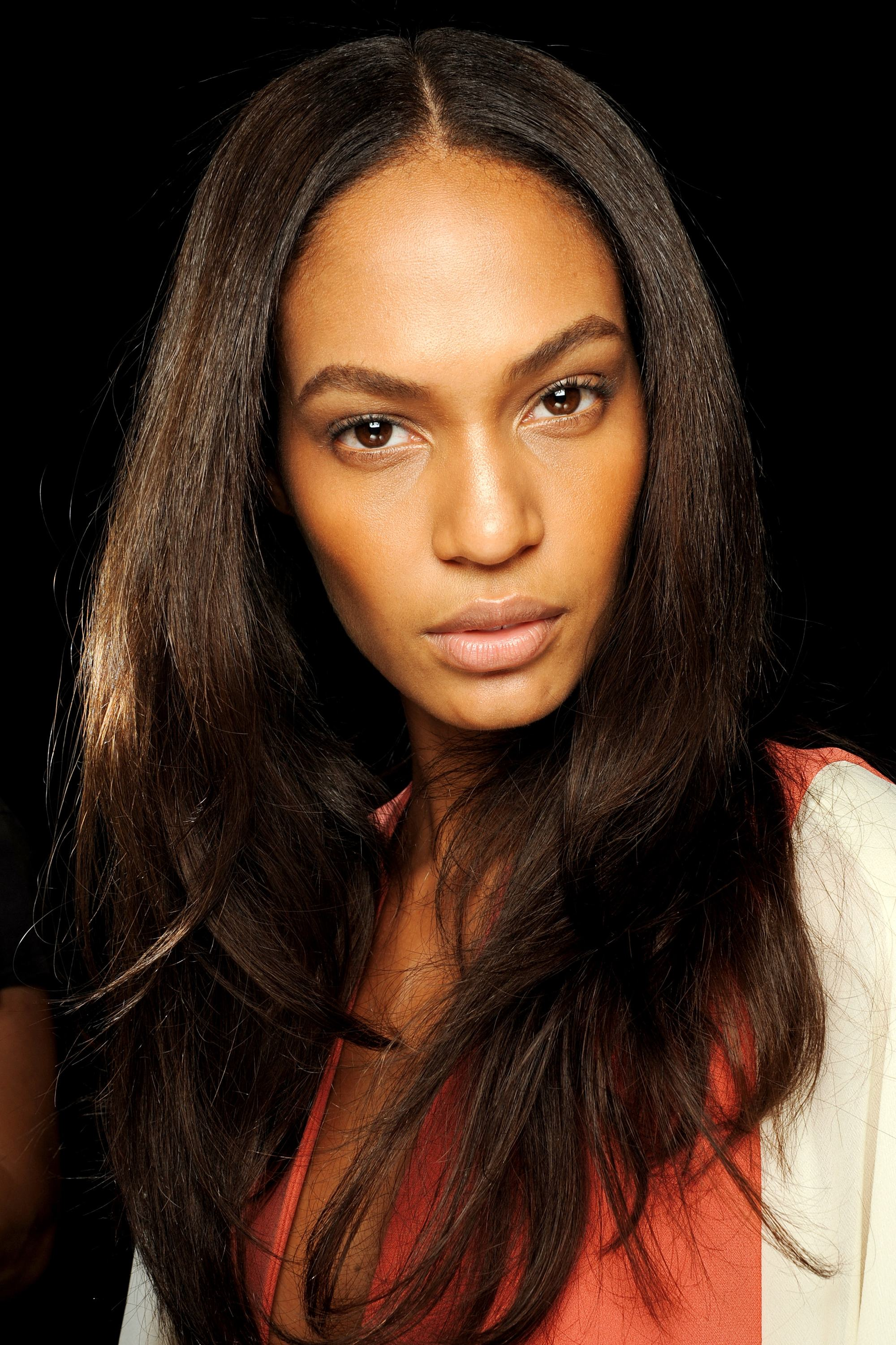 Model joan smalls with thick hair