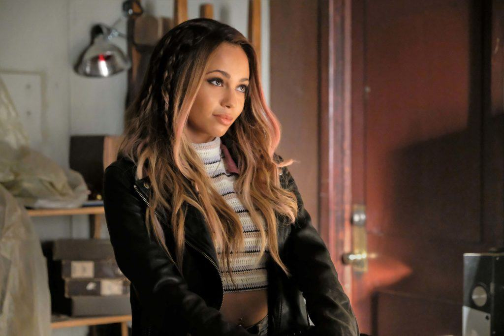 Riverdale actress Vanessa Morgan in her role as toni topaz with long wavy caramel hair with pink streaks and hidden bobo braids