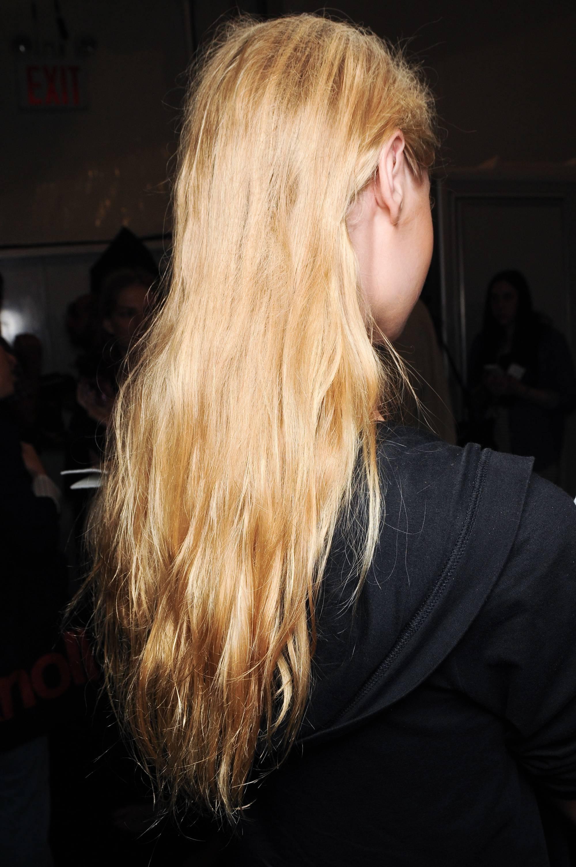 Blonde hair split ends